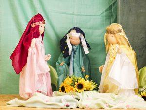 Marionettentheater: Prinzessinnen im Garten