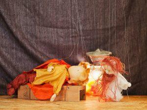 Marionettentheater: Der Gnom ärgert den Helden