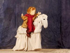 Jan reitet in 'Der Goldene Apfel', Marionettentheater im Schloss