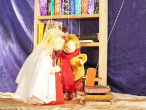 Mit der Königstochter forscht Mabik in alten Schriften